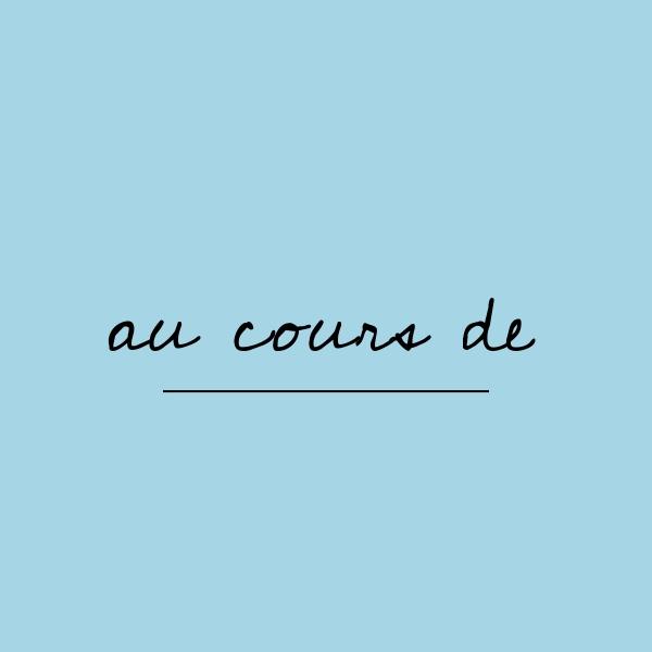 フランス語「au cours de」の意味は?