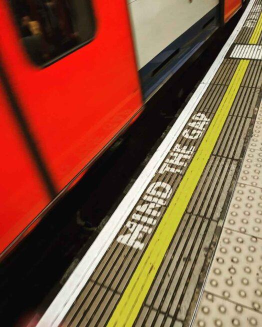 ロンドン地下鉄のすき間:mind the gap