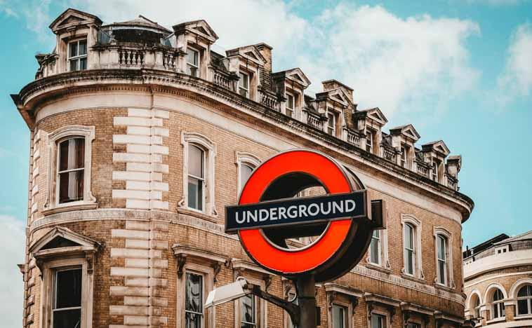 【イギリス英語】ロンドンの地下鉄に乗るなら知っておきたい単語6選