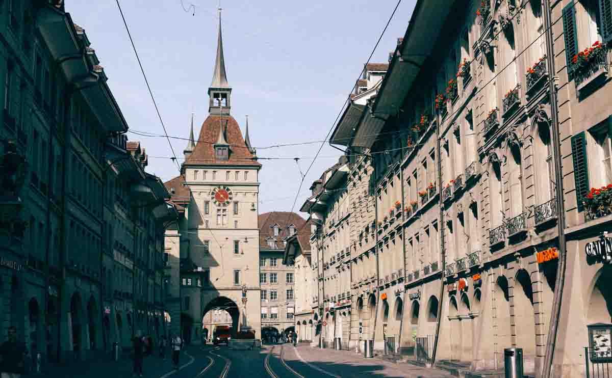 スイス各都市で話されている言語は?